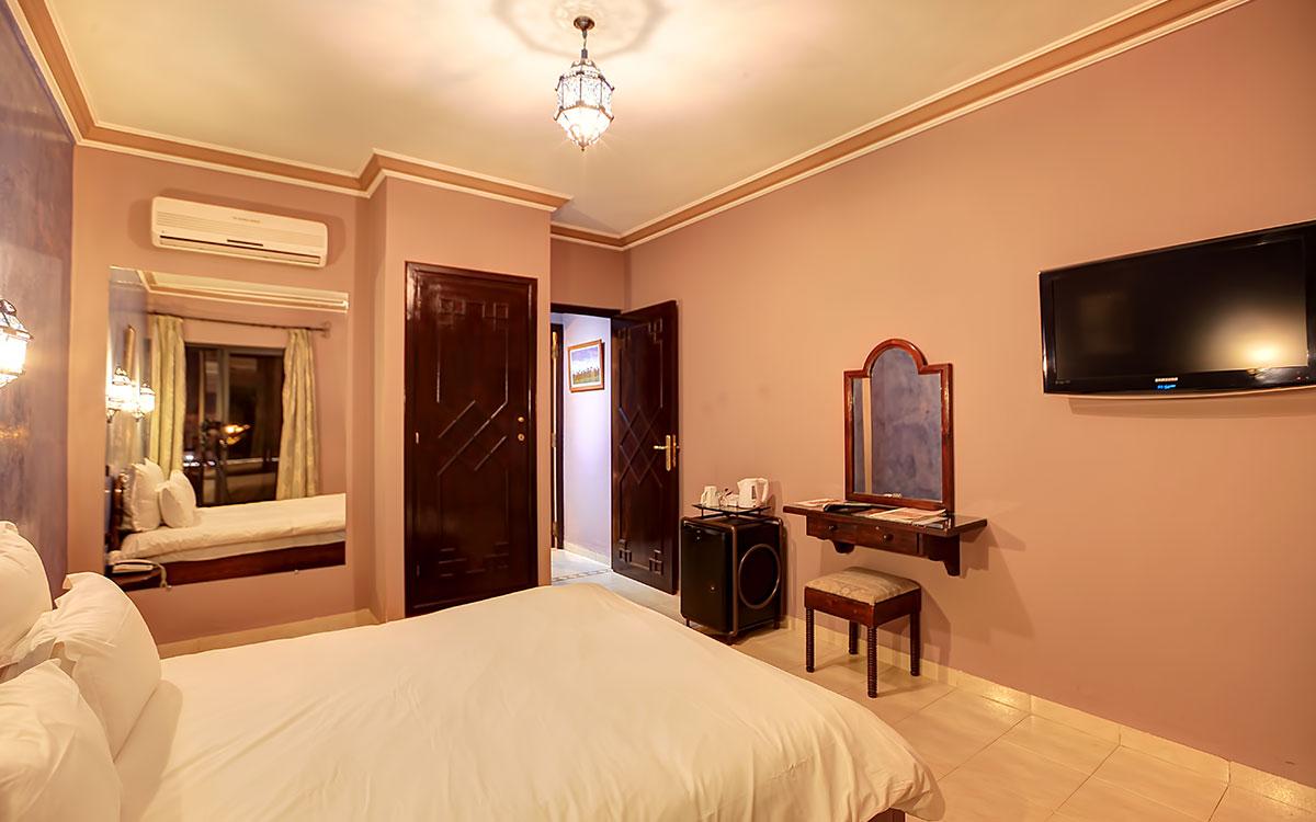 disposition d'un lit dans une chambre